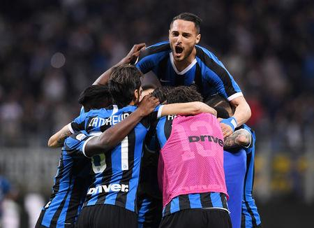 Soccer Football - Serie A - Inter Milan v Empoli - San Siro, Milan, Italy - May 26, 2019   Inter Milan's Marcelo Brozovic celebrates with Danilo D'Ambrosio before his goal is disallowed after a VAR review    REUTERS/Alberto Lingria