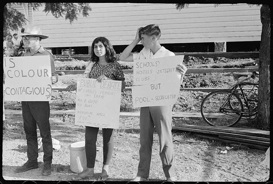 """<span class=""""caption"""">Student Action protest against segregation outside Moree Artesian Baths</span> <span class=""""attribution""""><a class=""""link rapid-noclick-resp"""" href=""""https://commons.wikimedia.org/wiki/File:Student_Action_for_Aborigines_protest_outside_Moree_Artesian_Baths,_February_1965_-_The_Tribune_(20821355022).jpg"""" rel=""""nofollow noopener"""" target=""""_blank"""" data-ylk=""""slk:Wikimedia Commons"""">Wikimedia Commons</a></span>"""