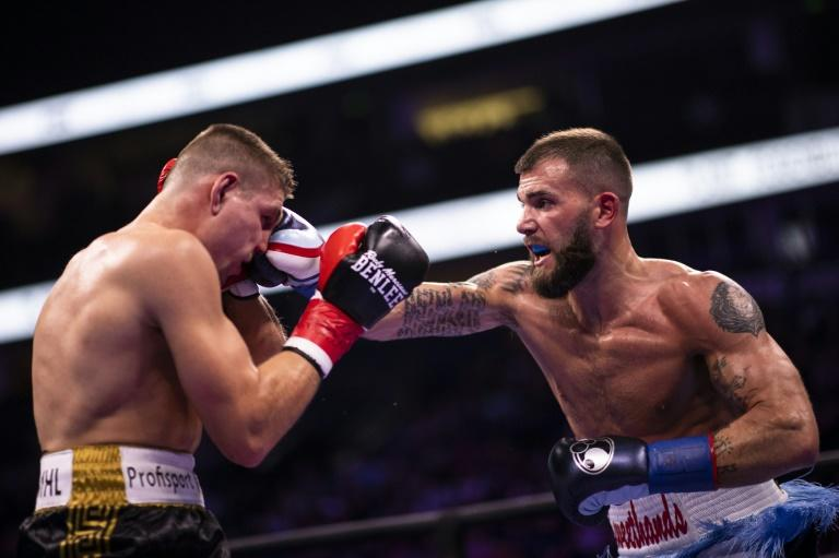 US champ Caleb Plant (R) stopped German challenger Vincent Feigenbutz in the 10th round to retain his IBF belt
