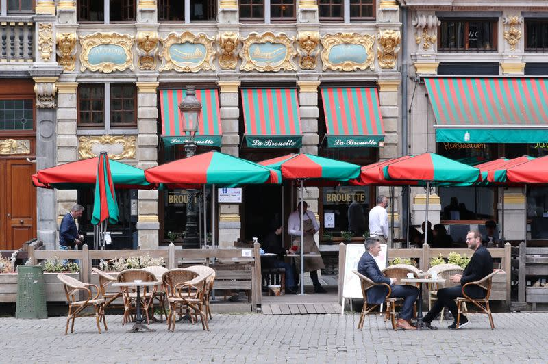 Belgians return to bars and restaurants but not without virus fears