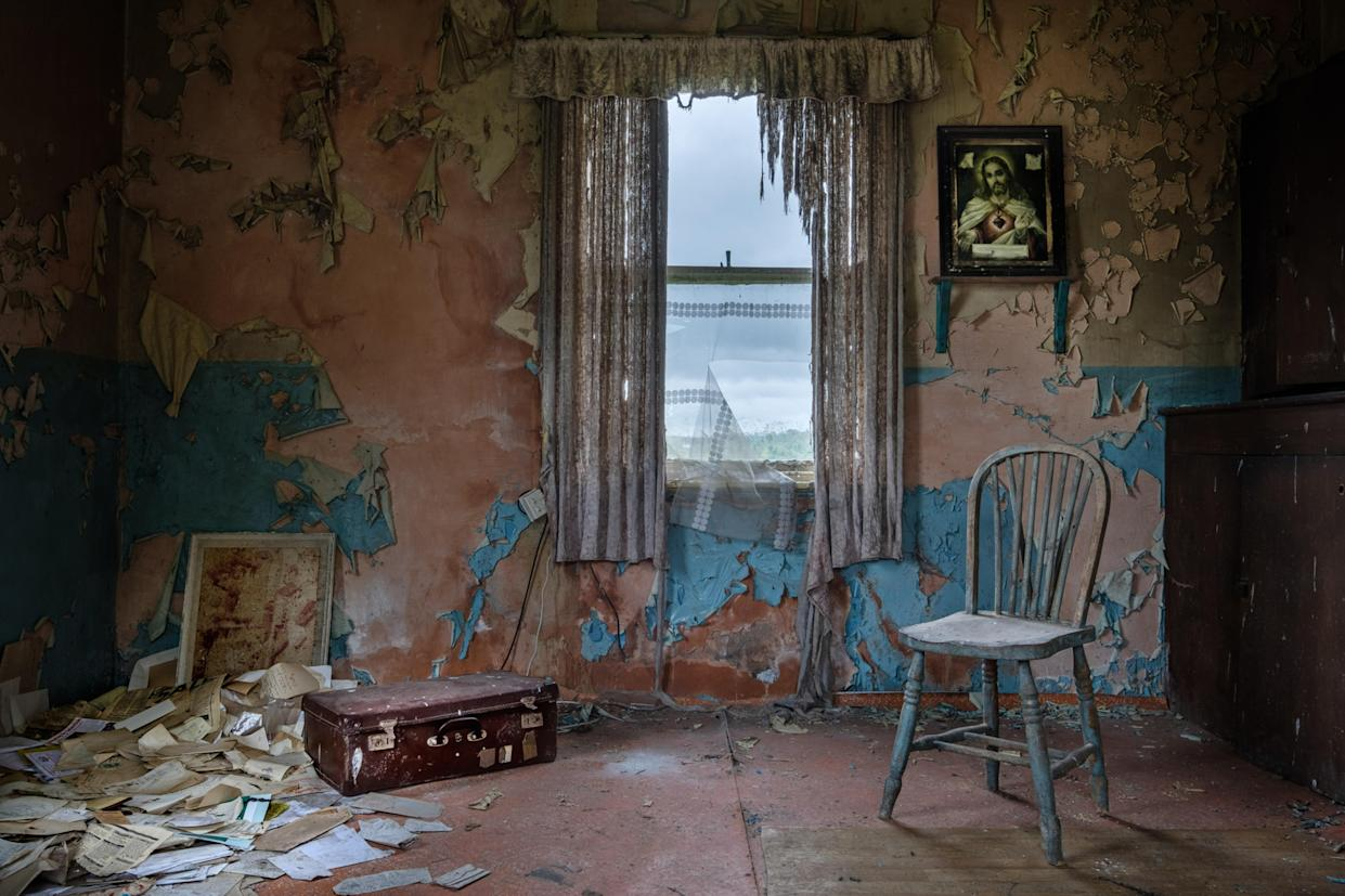 Inside an abandoned home in Northern Ireland, March 12, 2018. (Photo: Unseen Decay/Mercury Press/Caters News)
