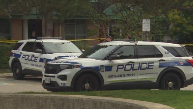 A man is in custody after an altercation between two men left one of them dead in Mississauga on Saturday, Peel police say. (CBC - image credit)