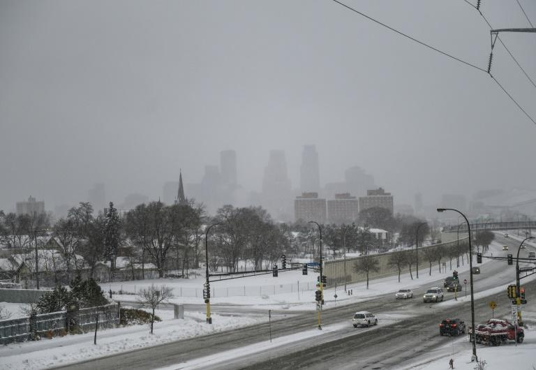 Snow continues to fall after a blizzard struck overnight on November 27, 2019 in Minneapolis, Minnesota (AFP Photo/Stephen Maturen)