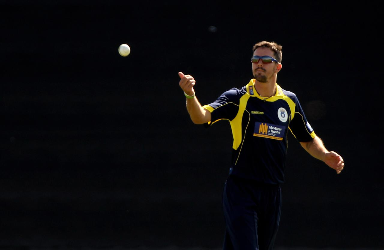 SOUTHAMPTON, ENGLAND - JUNE 13:  Kevin Pietersen of Hampshirein action in the field during the Friends Provident T20 match between Hampshire Royals and Surrey Lions at The Rose Bowl on June 13, 2010 in Southampton, England.  (Photo by Julian Herbert/Getty Images)