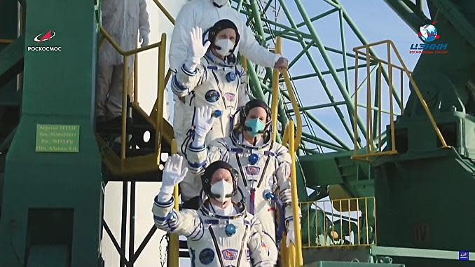 Taking COVID-19 precautions all the way to the launch pad, Ryzhikov (lower step), Rubins (center) and Kud-Sverchkov prepare to strap in for launch. / Credit: Roscosmos