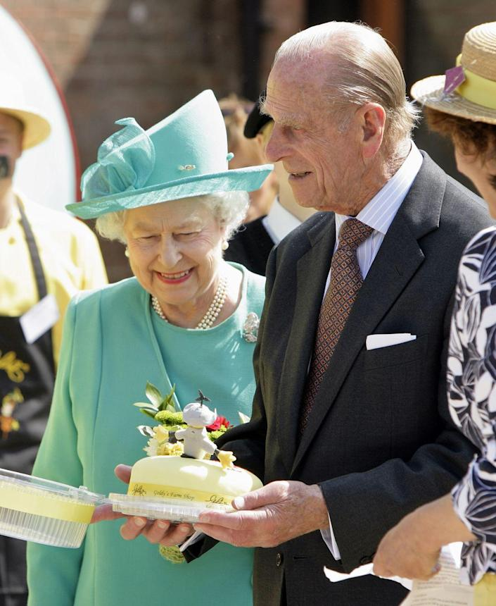 """<p>It's very <a href=""""https://doyouremember.com/55808/royal-etiquette-40-strict-rules-royal-family-follow"""" rel=""""nofollow noopener"""" target=""""_blank"""" data-ylk=""""slk:rude"""" class=""""link rapid-noclick-resp"""">rude</a> in Royal World to leave the dinner table before the Queen has decided the meal is over. End of story. DONE.</p>"""