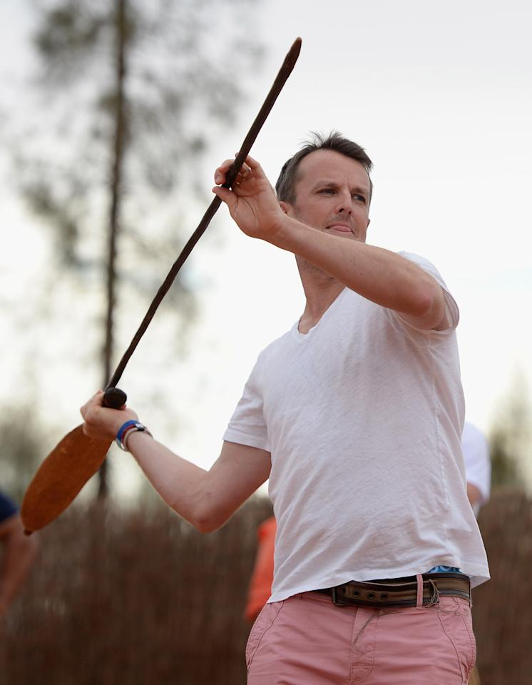 AYERS ROCK, AUSTRALIA - NOVEMBER 26:  Graeme Swann of England throws a spear during a team visit to Uluru, which is also known as Ayers Rock, on November 26, 2013 in Ayers Rock, Australia.  (Photo by Gareth Copley/Getty Images)