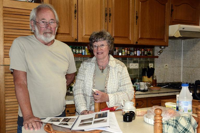 Retired British citizens Faith Dyson (R) and husband John Dyson pose in their house in Brugairolles, southwestern France, on August 19, 2014 (AFP Photo/Remy Gabalda)