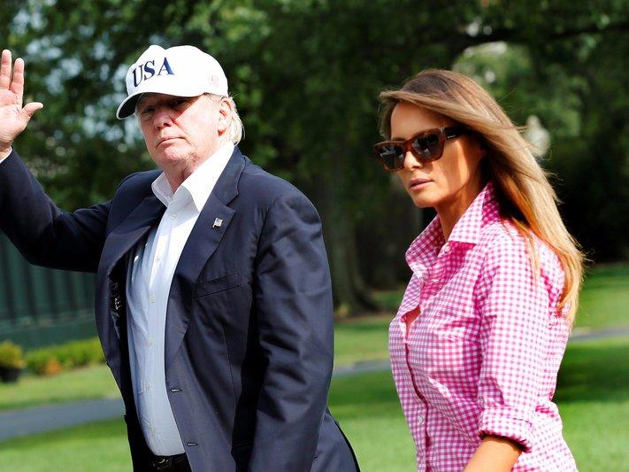 U.S. President Donald Trump waves as he walks with first lady Melania Trump on South Lawn of the White House upon their return to Washington, U.S., from Camp David, August 27, 2017. REUTERS/Yuri Gripas