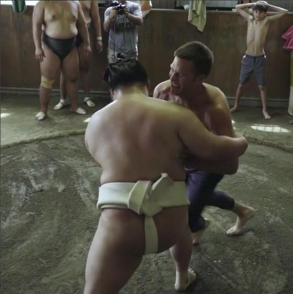 Tom Brady tried sumo wrestling and proved that he should stick to football