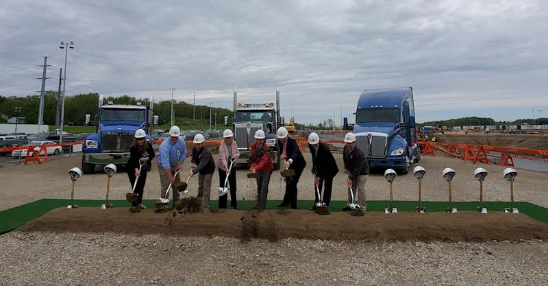 Kenworth, PACCAR and local officials took part in a groundbreaking for Kenworth's new paint facility on the campus of its Chillicothe, Ohio, manufacturing plant on April 24, 2019. From left are Karen Logan, Kenworth Truck Company controller; Rex Tisdale, Kenworth Chillicothe director of engineering manufacturing; Jack Schmitt, Kenworth Chillicothe assistant plant manager; Judy McTigue, Kenworth assistant general manager for operations; Jay Timmons, president and CEO, National Association of Manufacturers; Harrie Schippers, PACCAR president and chief financial officer; Mike Dozier, Kenworth general manager and PACCAR vice president; and Rod Spencer, Kenworth Chillicothe plant manager. ( Photo: Brian Straight/Freightwaves )