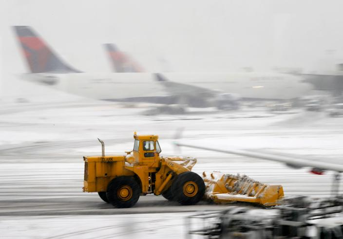 Airports that frequently see snow are skilled at keeping runways and taxiways clear – thus keeping the show on the road.