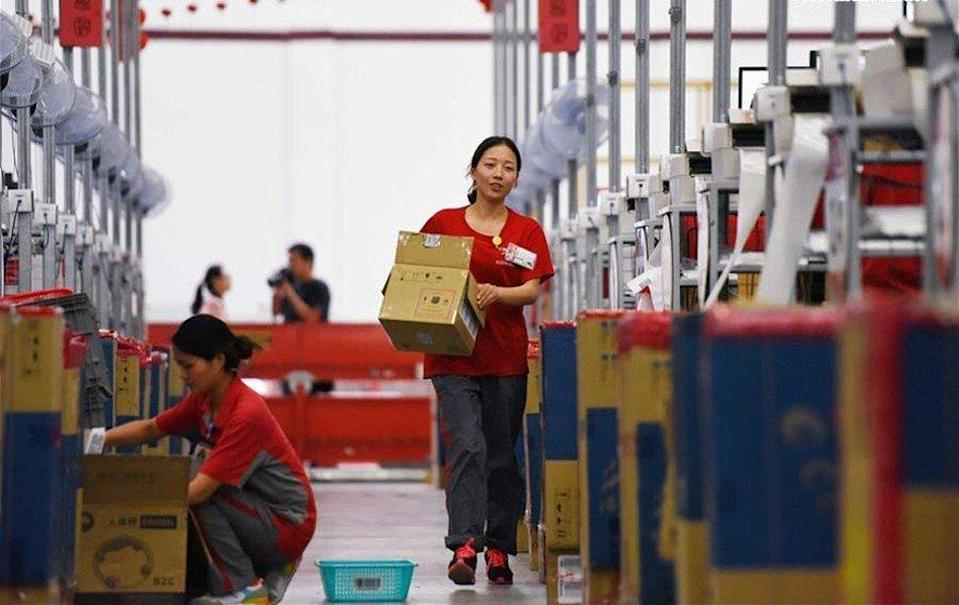 JD.com's logistics employees are seen at work inside a company warehouse in Gu'an, a country in northern China's Hebei province, as part of preparations for the 618 Midyear Shopping Festival in June 2016. Photo: Xinhua