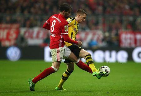 Soccer Football - Bayern Munich v Borussia Dortmund - DFB Pokal Semi Final - Allianz Arena, Munich, Germany - 26/4/17 Bayern Munich's Javi Martinez in action with Borussia Dortmund's Erik Durm Reuters / Michael Dalder Livepic