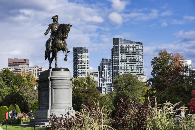 BACK BAY EAST, BOSTON, MASSACHUSETTS, UNITED STATES - 2015/10/18: Bronze Equestrian statue of George Washington in the Public Garden. (Photo by John Greim/LightRocket via Getty Images)