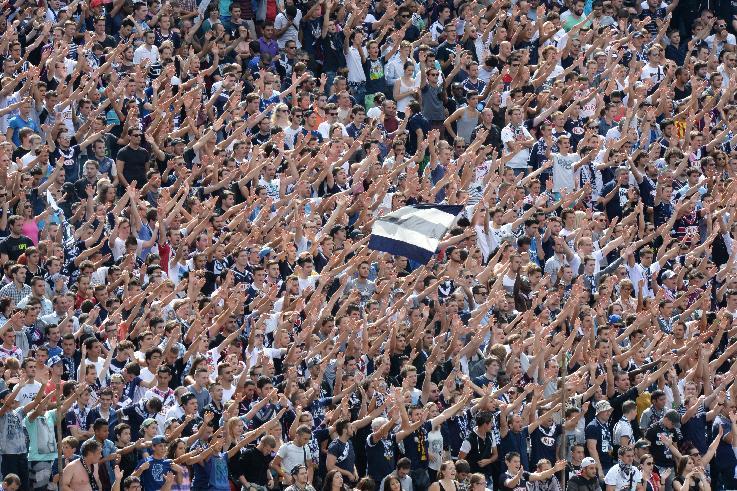 Bordeaux supporters celebrate after their team scored an equalizer during the French L1 football match against Bastia on August 31, 2014 in Bordeaux (AFP Photo/Mehdi Fedouach)