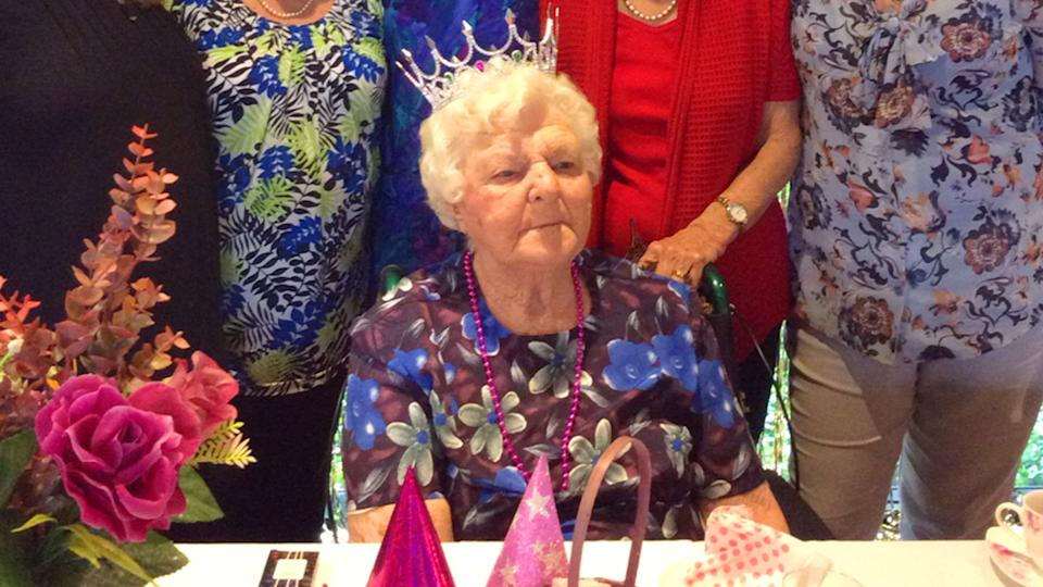 110 year old Mabel Crosby celebrates mothers day