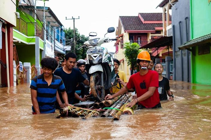 More than 3,000 people have been evacuated from areas affected by the flash floods (AFP Photo/YUSUF WAHIL)