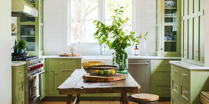 11 big mistakes you make painting kitchen cabinets for Kitchen cabinets lowes with cheap wall art for living room