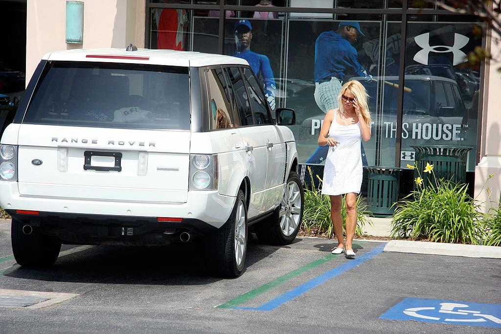 "Pam Anderson's white dress matches her super sexy Range Rover. AlphaX/<a href=""http://www.x17online.com"" target=""new"">X17 Online</a> - May 11, 2008"