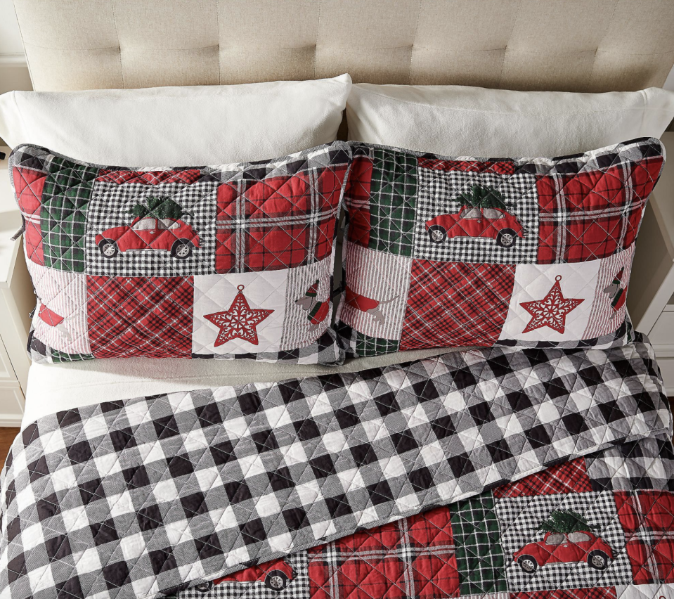 Home Reflections Holiday-Themed Queen Quilt Set with Shams (Photo: QVC)