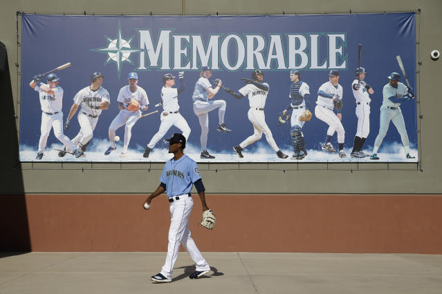Seattle Mariners pitcher Robin Leyer walks to a practice field during spring training baseball practice Tuesday, Feb. 12, 2019, in Peoria, Ariz. (AP Photo/Charlie Riedel)