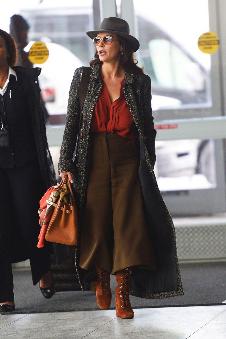 Catherine Zeta-Jones looked very chic at the airport. (Photo: The Image Direct)