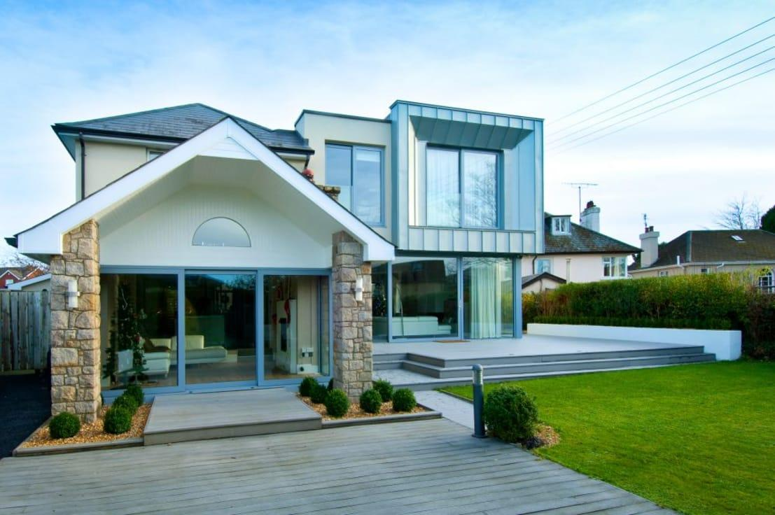 "<p>A modern palette of light blue/grey colours has been employed on the rear elevation elements, which include the aluminium sliding doors, zinc cladding and on the recycled wood chip decking. </p><p>And just notice how the various elements and textures contrast with one another, especially once the lush <a rel=""nofollow"" href=""https://www.homify.co.uk/rooms/garden"">garden</a> trimmings come into play.</p>  Credits: homify / Des Ewing Residential Architects"