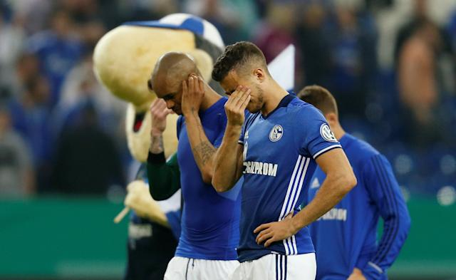 Soccer Football - DFB Cup - Schalke 04 vs Eintracht Frankfurt - Veltins-Arena, Gelsenkirchen, Germany - April 18, 2018 Schalke's Franco Di Santo looks dejected after the match REUTERS/Leon Kuegeler DFB RULES PROHIBIT USE IN MMS SERVICES VIA HANDHELD DEVICES UNTIL TWO HOURS AFTER A MATCH AND ANY USAGE ON INTERNET OR ONLINE MEDIA SIMULATING VIDEO FOOTAGE DURING THE MATCH.