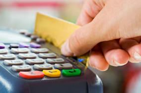 BWT2EB Close-up of payment machine buttons with human hand holding plastic card near by Credit card swipe swiping checkout check