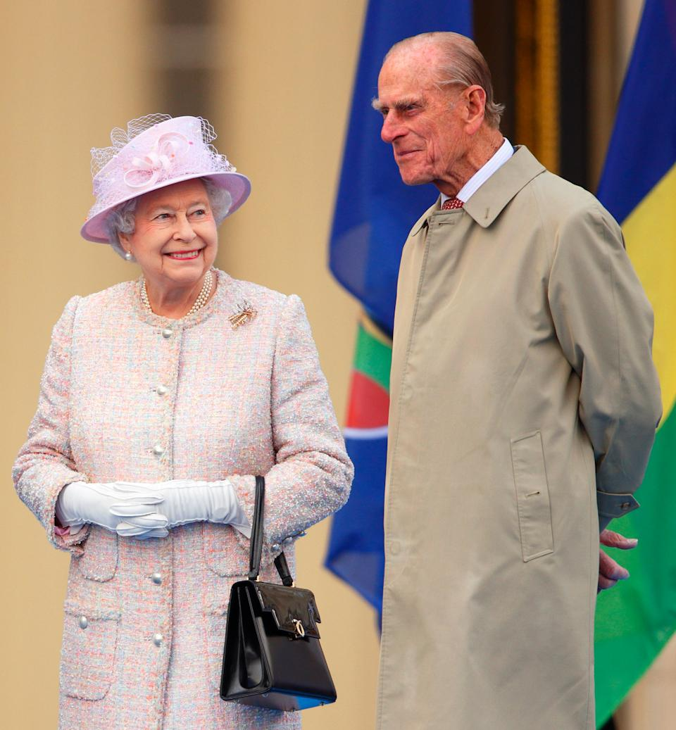 LONDON, UNITED KINGDOM - OCTOBER 09: (EMBARGOED FOR PUBLICATION IN UK NEWSPAPERS UNTIL 48 HOURS AFTER CREATE DATE AND TIME) Queen Elizabeth II and Prince Philip, Duke of Edinburgh attend the launch of the Queen's Baton Relay at Buckingham Palace on October 9, 2013 in London, England. Following the launch, the baton relay will continue it's journey visiting all 70 competing nations and territories ahead of the 2014 Glasgow Commonwealth Games. (Photo by Max Mumby/Indigo/Getty Images)