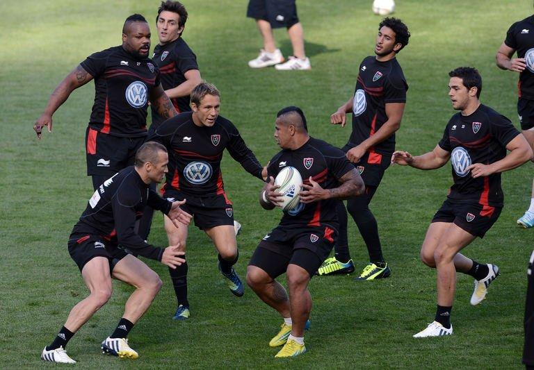 Toulon's rugby union captain Jonny Wilkinson (Centre L) attends a training session in Dublin, in Ireland on May 17, 2013