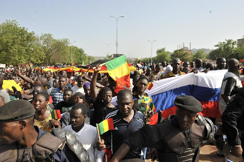 Malian protestors demonstrate in Bamako on May 26, 2015, to support the Algiers peace agreement signed by the Malian government and the international community, but not the main rebels groups (AFP Photo/Habibou Kouyate)