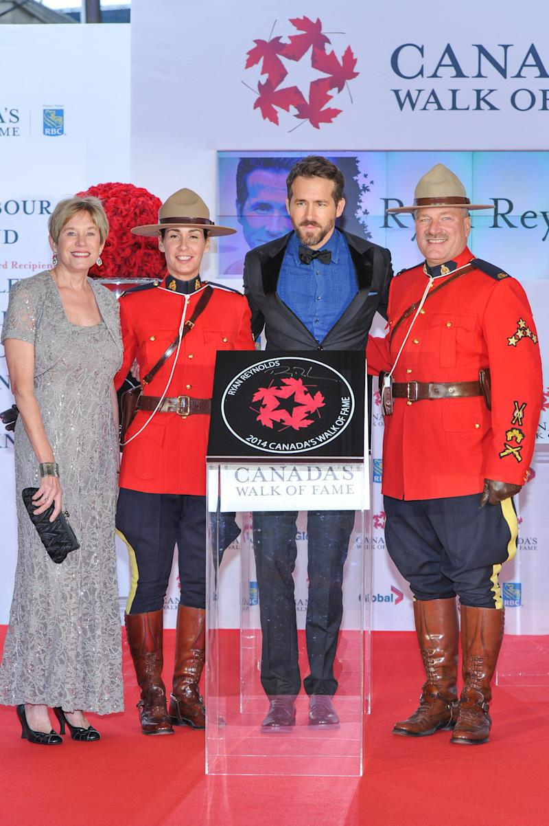 Ryan Reynolds with his mother at the 2014 Canada's Walk Of Fame Awards in Toronto. (Photo: George Pimentel via Getty Images)