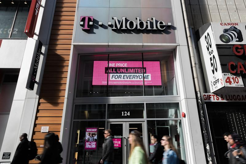 Chairman of USA telecoms regulator backs T-Mobile, Sprint merger