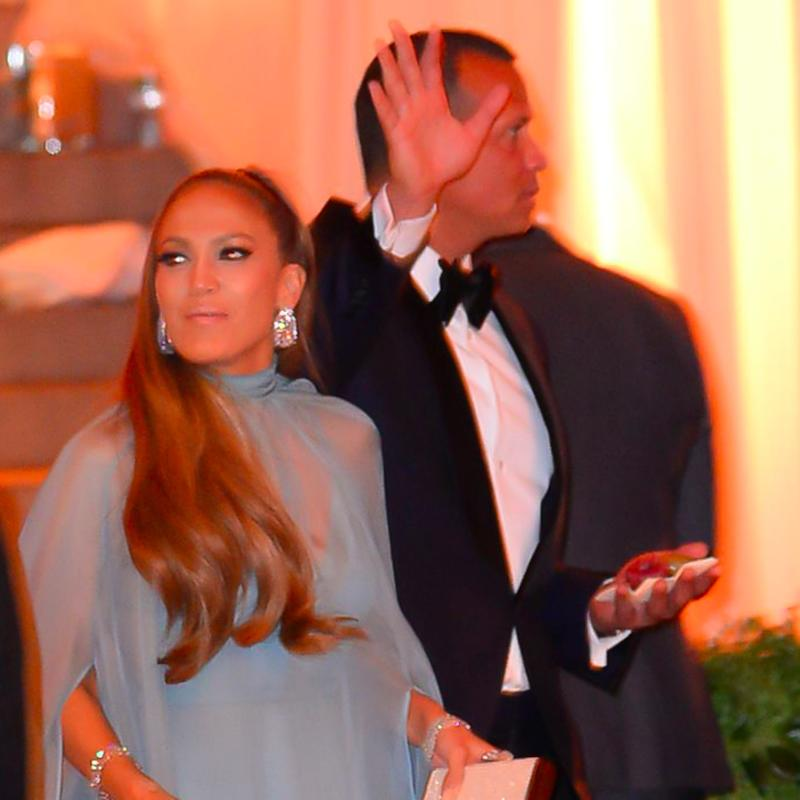 Jennifer Lopez Might Need to Give ARod Dance Lessons After This Awkward Moment!