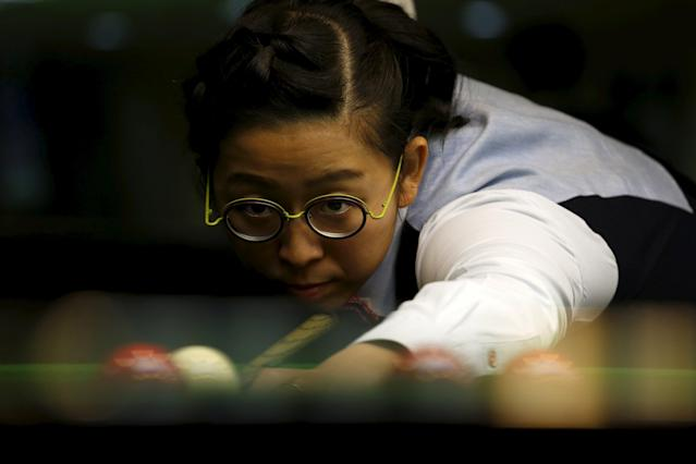 Ng On-yee, 25, 2015 Ladies World Snooker Championship winner, demonstrates her skill during an interview in Hong Kong, China January 27, 2016. A decade after taking up the sport because she liked her father's outfit, Hong Kong's Ng On Yee finds herself on the brink of snooker history as she embarks on a mission to reach the main draw of the men's world championships. Picture taken January 27, 2016. REUTERS/Bobby Yip