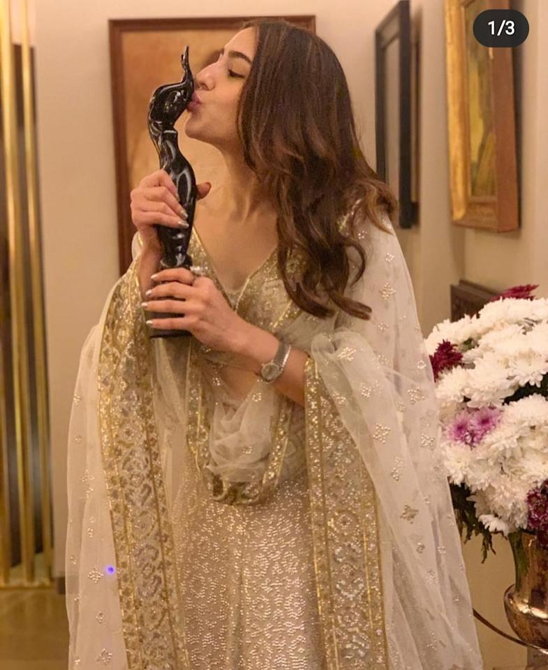 "The actress took to Instagram to share a perfect picture she took with her <strong>Best Debut Actress</strong> by Filmfare. Looking ethereal in a white, gold-speckled <em>salwar-kameez</em> complete with a sheer <em>dupatta</em>, she captioned her picture: ""Thank you Filmfare for giving me this honour- being able to kiss the black lady is truly surreal 👀😱🤗🥳🎞🤩 Team Kedarnath this one is for each and everyone of you. Thank you for making my dream come true 🙏 Jai Bholenath 🕉"