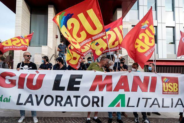 ROME, ITALY - SEPTEMBER 20:  Alitalia workers demonstrate in front of the new airline ITA headquarters in the Eur neighbourhood on September 20, 2021 in Rome, Italy. There is a rift between the unions and the company after ITA managers made it known that they will proceed unilaterally with the application of the company regulations.(Photo by Stefano Montesi - Corbis/Corbis via Getty Images) (Photo: Stefano Montesi - Corbis via Getty Images)