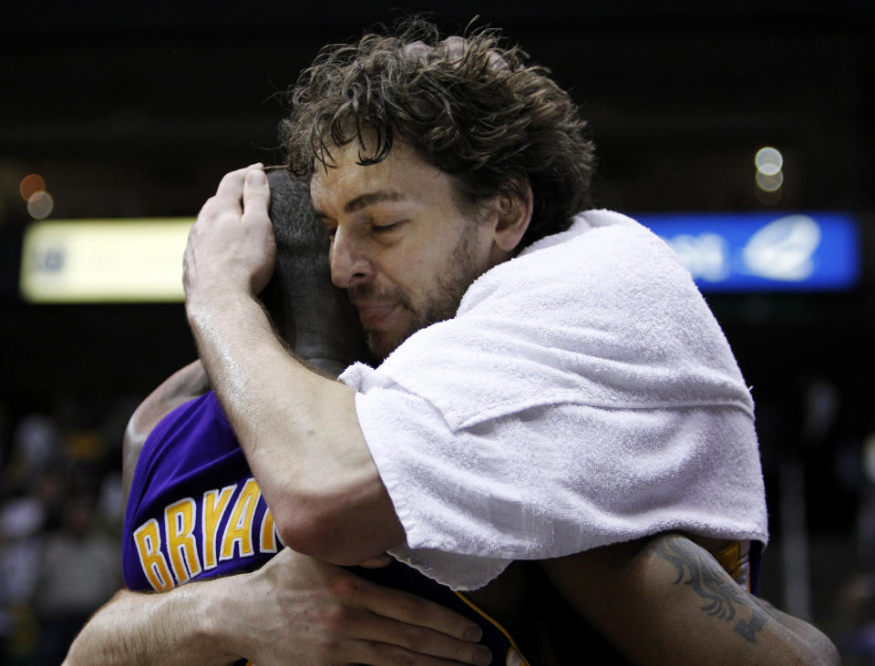 Los Angeles Lakers forward Pau Gasol (R) hugs teammate Kobe Bryant after the Lakers defeated the Utah Jazz following Game 4 of their NBA Western Conference semi-final playoff series in Salt Lake City, Utah, May 10, 2010.  REUTERS/Lucy Nicholson (UNITED STATES - Tags: SPORT BASKETBALL)