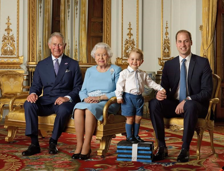 The Queen in new photo portrait with 3 heirs to throne
