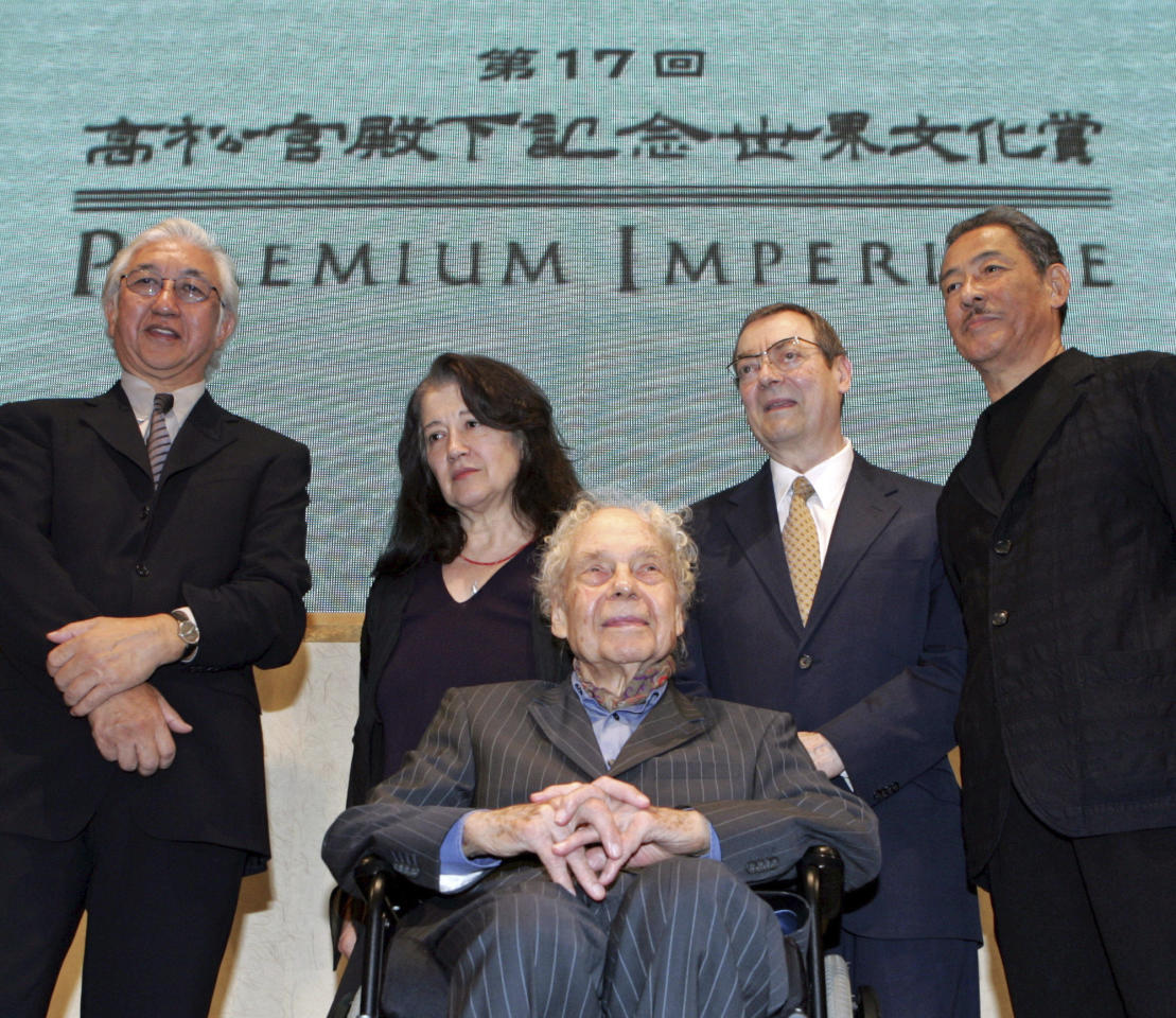 """FILE - In this Oct. 17, 2005 file photo, winners, Yoshio Taniguchi, from left, Japanese architect, Martha Argerich, Argentine pianist, Merce Cunningham, front, American choreographer, Robert Ryman, American artist, and Issey Miyake, Japanese designer, of the 2005 Prince Takamatsu Memorial World Culture Award """"the 17th Praemium Imperiale,"""" pose for photographers during a press conference in Tokyo. Ryman, a minimalist known for experimenting with varying shades of white, has died at age 88. A spokeswoman for Pace Gallery, which represented him, says Ryman died Friday night, Feb. 8, 2019, at his New York City home. (AP Photo/Katsumi Kasahara, File)"""