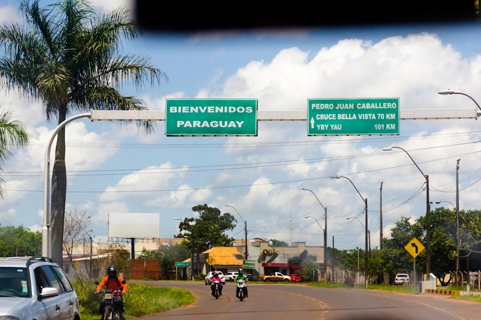 PEDRO JUAN CABALLERO, AMAMBAY, PARAGUAY - 2019/11/15: Road signs on the border between Brazil (Mato Grosso do Sul) and Paraguay (Pedro Juan Caballero). (Photo by Rafael Henrique/SOPA Images/LightRocket via Getty Images)