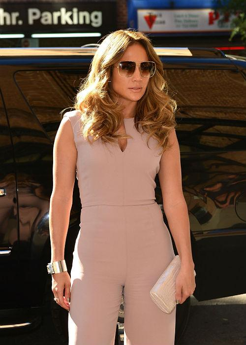 <b>2. Jennifer Lopez</b><br> J'Lo gained over 50 pounds while she was pregnant. She thoroughly enjoyed the9-month ride binging on her favourites, but yes, she was also smart enough to cut them all down after the birth of her twins. Through the help of a meal plan and constant exercise, the singer was able to slim down to her original size.