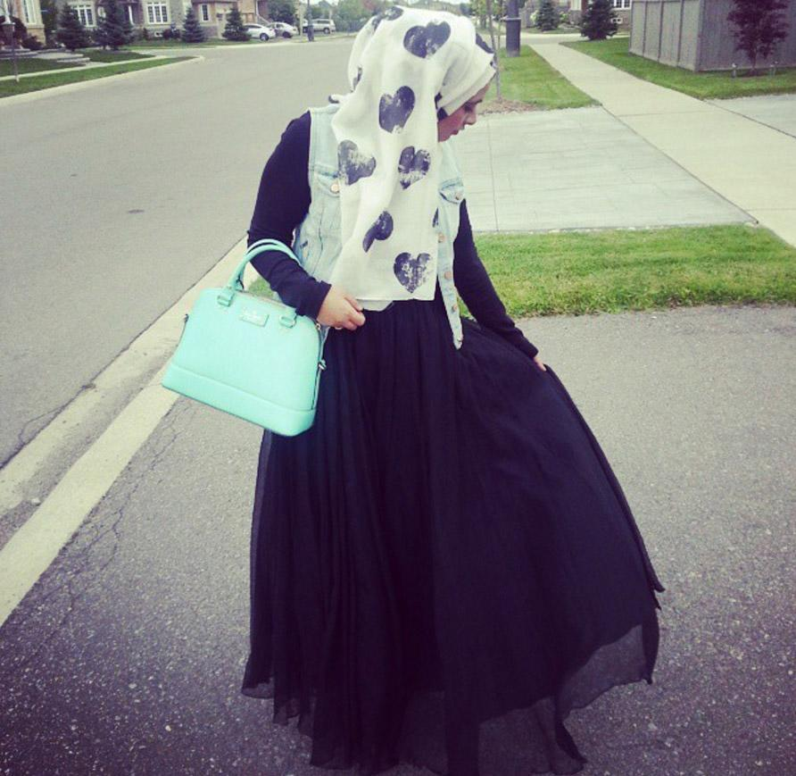 <p>The Muslim Girl – otherwise known as Ikhlas – describes herself as 'a girl who grew up in the West, struggling to balance her faith, her parents' Eastern culture, and her own Western culture' which she explores throughout her blog [Photo: Instagram/themuslimgirlblog] </p>