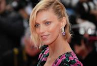 <p>Yes, you can still pin your hair back with an asymmetrical bob: Just take a look at model <strong>Anja Rubik</strong>. It's the ideal way to pull your hair out of your face while still looking polished. </p>