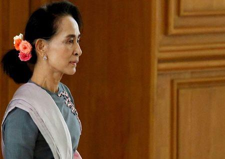 NLD party leader Aung San Suu Kyi arrives for Myanmar's first parliament meeting after the November 8 general elections, at the Lower House of Parliament in Naypyitaw