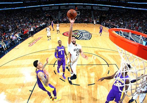 NEW ORLEANS, LA - MARCH 22: Anthony Davis #23 of the New Orleans Pelicans goes to the basket against the Los Angeles Lakers on March 22, 2018 at Smoothie King Center in New Orleans, Louisiana. (Photo by Layne Murdoch/NBAE via Getty Images)