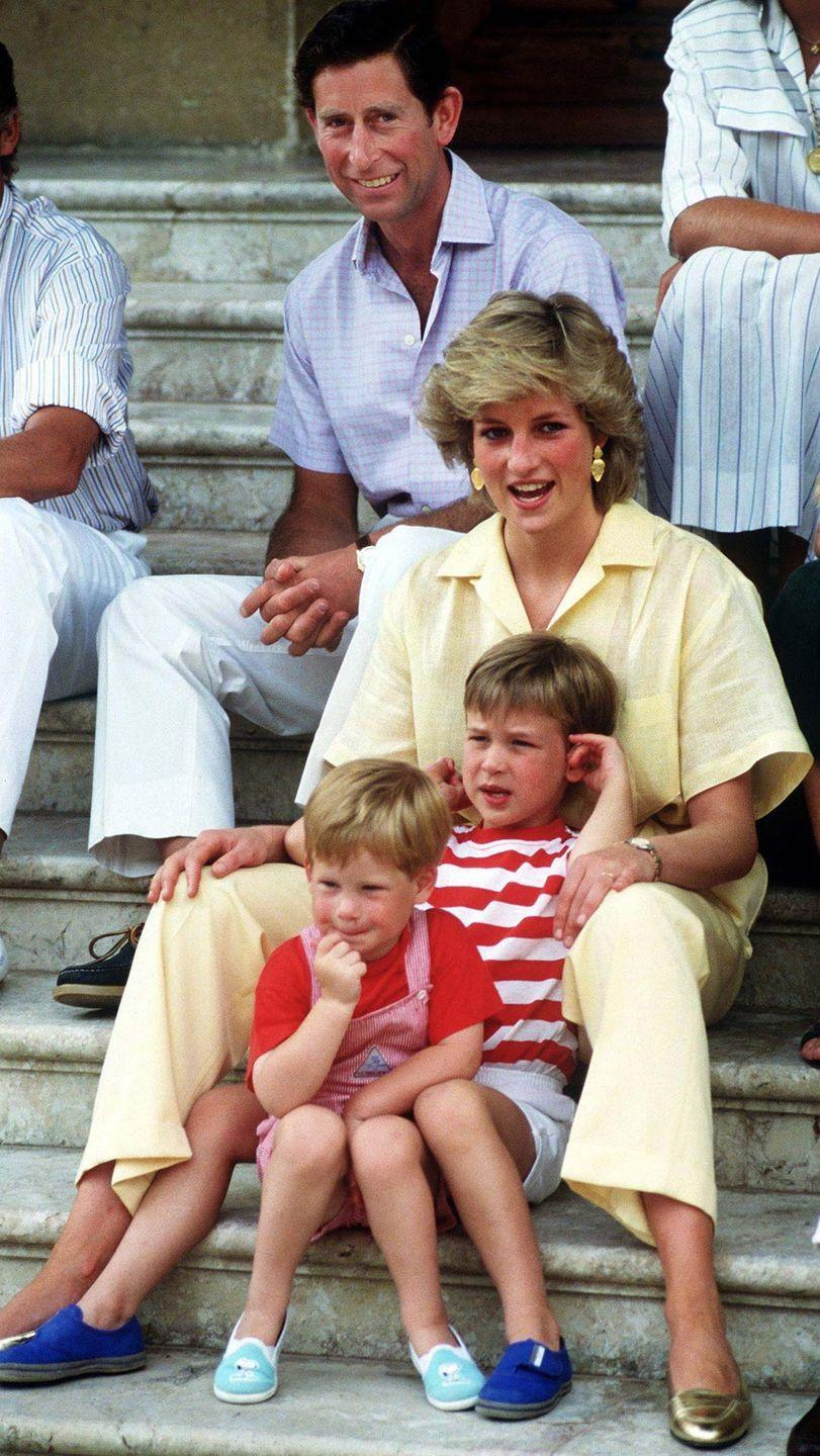"""<p>Princess Diana and Prince Charles <a href=""""http://abcnews.go.com/Entertainment/burning-questions-royal-baby/story?id=19401536#7"""" rel=""""nofollow noopener"""" target=""""_blank"""" data-ylk=""""slk:announced"""" class=""""link rapid-noclick-resp"""">announced</a> Prince Harry's name the day he left the hospital whereas Prince William's name was not made public for several days. </p>"""