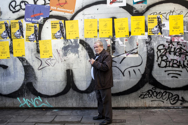 <p>A man sitting with posters in support of Catalonia politicians who have been jailed on charges of sedition in Barcelona, Spain, Dec. 21, 2017. (Photograph by Jose Colon / MeMo for Yahoo News) </p>